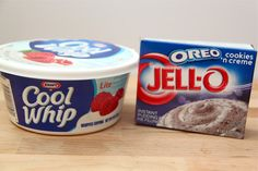 2 ingredient cupcakes and Low Fat Frosting: Mix one container of Cool Whip Lite or Fat-Free with one box of your favorite dry pudding mix. Cool Whip Desserts, Cake Mix Desserts, Low Calorie Desserts, Ww Desserts, Cupcake Recipes, Dessert Recipes, Easter Desserts, Lemon Desserts, Chocolate Desserts