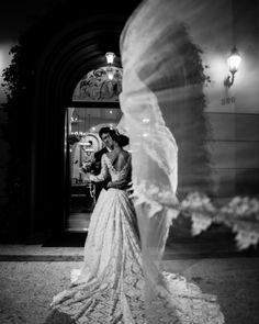 """""""Os sonhos são feitos de espumas"""" Lya Luft  #love #amor #hevelyngontijo #imagebuzz #fotografiadecasamento #casamento #wedding #amor #happy #goiania #photooftheday #bride #noiva #bridedress #veudenoiva #diywedding #tonoiva #precasamento #pb #dreams #art #bw"""