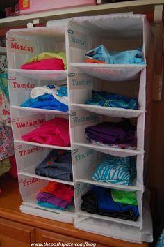Étagère pour organisation des vêtements des enfants