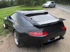 Porsche i love the back but the front of the car is horrible Porsche 928 Gts, Porsche Cars, Porsche Carrera, Super Sport Cars, Super Cars, Power Bike, Vintage Porsche, Twin Turbo, Bugatti