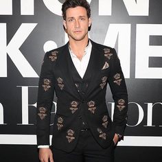 #OOTD: Dr.Mike dressed in embellished suits during New York Men Fashion Week. #esquire #esquirehk #esquirehongkong #igers #instagram #instagood #instadaily #instalike #hk #hkig #instaphoto #instafollow #instacool #hongkong #igdaily #followforfollow #follow4follow #follow #picoftheday #like4like #likeforlike #style #fashion #mensfashion #mensstyle #autumn #fall #nyfw #doctormike