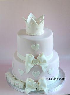 Marsispossu: Ristiäiskakku, Christening cake