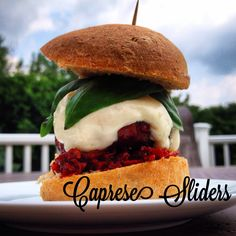 Caprese Sliders- easy entertaining recipes- summer grilling- healthy meals- lean beef, protein, ground beef- cheeseburgers