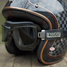 RSD Bell Custom 500 with all the attention to detail you'd expect from @rolandsands - color scheme, detailed pin stripping to match interior helmet stitching, copper edging....And looks pretty rad w a pair of Red Barron goggles. Helmet available in store, goggles in the shop/online! #tmgiftsfordad
