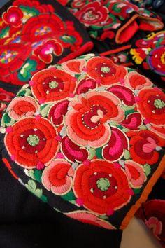 Hallingbunad, lue brodert av Anne Lybekk, Gol ca. Folk Costume, Costumes, Folk Embroidery, Norway, Needlework, Traditional, Stitch, Blanket, Knitting