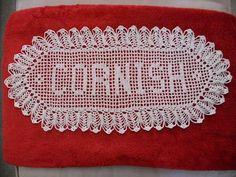 Filet Crochet Name Patterns - Knitting Bordado Filet Crochet Name Pattern, Crochet Letters Pattern, Crochet Alphabet, Crochet Doily Rug, Crochet Quilt, Crochet Doily Patterns, Crochet Round, Crochet Home, Thread Crochet