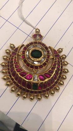Gold Jewelry In Pakistan Key: 2636747618 Antique Jewellery Designs, Gold Earrings Designs, Gold Jewellery Design, Antique Jewelry, Antique Gold, India Jewelry, Ear Jewelry, Jewelery, Pendant Jewelry