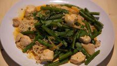 Kip curry met sperzibonen Asian Recipes, Ethnic Recipes, Seaweed Salad, Green Beans, Vegetables, Kitchen, Food, Water, Gripe Water