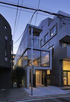 House in Takadanobaba, Tokyo, Japan Florian Busch Architects Architecture Japanese Architecture, Amazing Architecture, Contemporary Architecture, Interior Architecture, Interior Design, Narrow House, Open House, Architect House, Building A House
