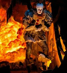 Got change? Come float! Introducing Pennywise the Dancing Clown! Scary Movies, Horror Movies, Chucky, Vanellope Y Ralph, Bill Skarsgard Pennywise, It Movie 2017 Cast, It The Clown Movie, Pennywise The Dancing Clown, Creepy Clown