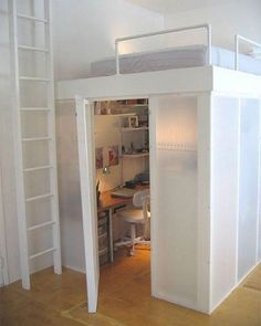 Image: Apartment Therapy Building a loft is a great way to add more room to small spaces. Whether you're in an apartment, regular house or cabin. Elevating your sleeping area creates more spa… Awesome Bedrooms, Cool Rooms, Apartment Office, Apartment Therapy, Office Bed, Apartment Living, Mini Office, Loft Office, Bedroom Office