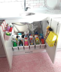 DIY First Apartment Organization Ideas - For the Home DIY First Apartment Organization Ideas DIY First Apartment Organization Ideas ⋆ amplif Kitchen Organization Pantry, Bathroom Organisation, Organizing Ideas, Organization Hacks, Organising, Bathroom Ideas, Bathroom Storage, Organization Ideas For The Home, Storage Ideas