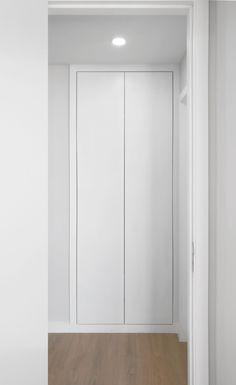 • REPUBLICA1 APARTMENT • apartment interior refurbishment • closet | Portohistórica Construções S.A.