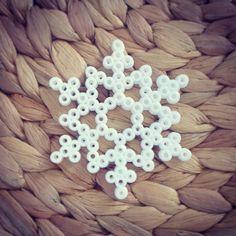 Weihnachtsdeko - Zauberhafte Schneeflocke // Weihnachtsdeko No. 1 - ein Designerstück von SpiritSeasons bei DaWanda