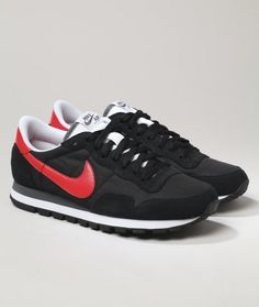 The Nike Air Pegasus 83 SI is a blast into the future with innovative tech and ultra stylish tones.
