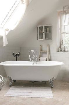 Bathroom. Tub love