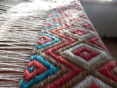 Beautiful Inkle Weaving, Weaving Art, Tapestry Weaving, Hand Weaving, Weaving Textiles, Weaving Patterns, Contemporary Tapestries, Art Du Fil, Peg Loom