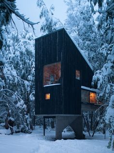 Image 7 of 16 from gallery of Shangri-la Cabin / DRAA + Magdalena Besomi. Photograph by Felipe Camus Cabin Design, Tiny House Design, Timber Cabin, Tiny House Cabin, Cabins In The Woods, Interior Architecture, Interior Design, Cottage, Shangri La