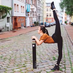 Polubienia: komentarze: 298 – Alivia D'Andrea (Alivia D'Andrea) na Inst. Gymnastics Photos, Gymnastics Photography, Ballet Photography, Photography Poses, Flexibility Dance, Gymnastics Flexibility, Flexibility Workout, Acrobatic Gymnastics, Olympic Gymnastics