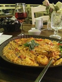 Paella, Island, Meat, Chicken, Ethnic Recipes, Food, Islands, Meals, Yemek