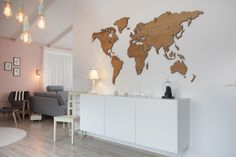 This map shows our MapaWall European Oak wooden world map, treated with oil. The spotless interior makes our wooden map the centerpeice of the room.