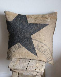 Jute star cushion The colors of brocantine . Jute star cushion The colors of brocantine … Diy Throw Pillows, Decorative Pillows, Decor Pillows, Star Cushion, Coffee Sacks, Yellow Bedding, Soft Furnishings, Burlap, Hessian