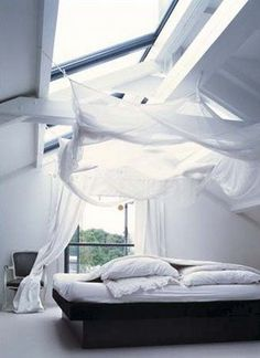 Airy canopy bed, DEFINITELY GONNA DO THIS. I'd like this.