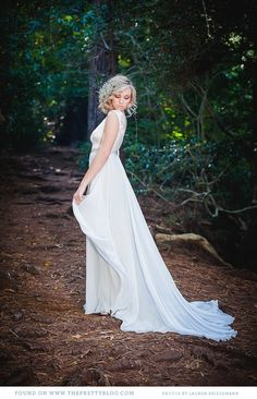 White flowy wedding dress | Dress: Robyn Roberts, Photo: Lauren Kriedeman
