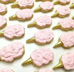 A sea of pink cotton candy... So dreamy! @doughmestichousewife [CookieCutterKingdom Cotton Candy Cookie Cutter] #cookiecutterkingdom