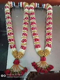 Indian Wedding Flowers, Flower Garland Wedding, Floral Garland, Flower Garlands, Desi Wedding Decor, Wedding Reception Backdrop, Wedding Stage Decorations, Wedding Hair Accessories, Tv