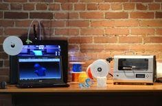 Máquina transforma plástico reciclado em filamento para impressora 3D