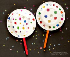 10 New Year's Eve Activities for Kids Paper Plate Shaker Noisemakers for New Years Eve - Kids Craft Paper Plate Crafts For Kids, Crafts For Kids To Make, Christmas Crafts For Kids, Holiday Crafts, Craft Kids, New Years Eve Games, New Years Eve Party, Toddler Crafts, Preschool Crafts