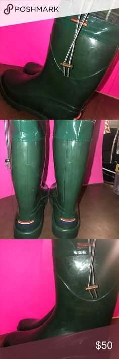 Tommy Hilfiger Rain Boots Only WORN ONCE!! Its in great condition Tommy Hilfiger Shoes Winter & Rain Boots