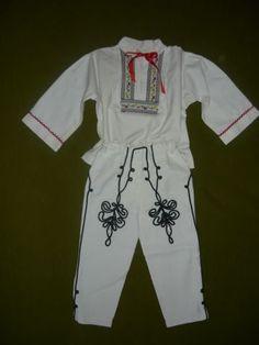 Detská krojová košeľa a šnúrkované nohavice Folk, Pants, Dresses, Fashion, Trouser Pants, Vestidos, Moda, Popular, Fashion Styles