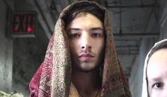 Ezra Miller Sons of an illustrious father - Very few dancers Ezra Miller, Photographs Of People, Attractive People, Beautiful Person, Johnny Depp, Character Inspiration, Actors & Actresses, Portrait, Religion