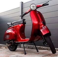 Vespa v50: Lackierung Candy Blood Red