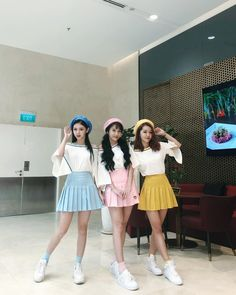 R you ready for Sweet talk performance? Best Friend Outfits, Couple Outfits, Preppy Outfits, Fashion Outfits, Korean Best Friends, Ulzzang Korean Girl, Korean Couple, Bff Pictures, Bffs