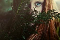 """""""quando lemos sobre uma bruxa sendo queimada, uma mulher possuída por demônios, uma mulher sábia vendendo ervas… acho que estamos olhando para uma escritora perdida, uma poeta anulada."""" ________Virgínia Woolf"""