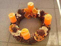 adventi koszorú Advent Wreath, Burlap Wreath, Christmas Diy, Candles, Wreaths, Fall, Winter, Home Decor, Drink