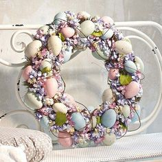 Cute Easter Wreaths that make your home cute. Tons of Easter Wreaths that you will love! Easter Projects, Easter Crafts, Craft Projects, Easter Decor, Craft Ideas, Hoppy Easter, Easter Eggs, Easter Table, Spring Crafts