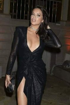 Adriana Lima on Eating Healthy While Traveling and Wearing Makeup at the Gym - Celebrities Female Sexy Outfits, Sexy Dresses, Adriana Lima Young, Adrina Lima, Fashion Beauty, Girl Fashion, Irina Shayk, Mode Style, Mannequins