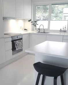 Best Simple Kitchen Designs Ideas for Small House Decoration Ikea Kitchen, Kitchen Dining, Kitchen White, Dining Room, Beautiful Kitchens, Cool Kitchens, Home Interior, Interior Design Living Room, Latest Kitchen Trends