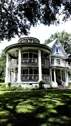 Victorian Architecture, Beautiful Architecture, Beautiful Buildings, Beautiful Homes, Architecture Design, Beautiful Beautiful, Beautiful Pictures, Style At Home, Victorian Style Homes