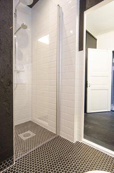 Rouva Talo Pispalassa – Remontin jälkeen | muutosta Alcove, Divider, Bathtub, Furniture, Bathrooms, Home Decor, Standing Bath, Bathtubs, Decoration Home