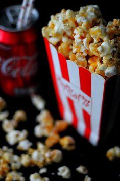 Kakkuviikarin vispailuja!: Karamellipopcorn Popcorn, Cereal, Vegetables, Breakfast, Food, Morning Coffee, Vegetable Recipes, Eten, Air Popped Popcorn