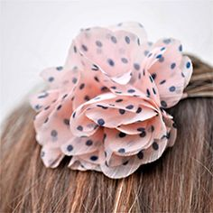 Make lovely no-sew flower hair clips and headbands in under 5 minutes!  Really.  Full tutorial at Make Life Lovely.