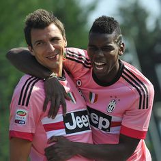 """Pals in pink. @mariomandzukic_official and Paul Pogba share a joke in the Vinovo sunshine. #InstaJuve #FinoAllaFine #ForzaJuve #JuveToday"""