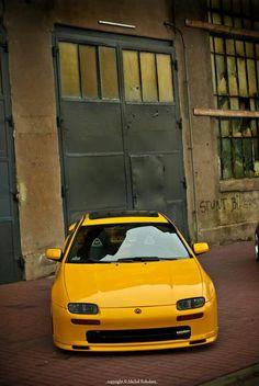 สวยงามตามท้องเรื่อง Mazda 323 Astina Mazda 323, Beast From The East, Street Racing Cars, Moto Bike, Car Tuning, Japanese Cars, Modified Cars, Nice Cars, Jdm Cars
