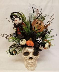 Skull Centerpiece D Skull Centerpiece Dracula Centerpiece Halloween Floral ArrangementHalloween DecorSkull DecorHalloween Centerpiece Mr Bones Centerpiece by SouthTXCreations on Etsy Happy Halloween, Casa Halloween, Halloween School Treats, Halloween Graveyard, Halloween Scene, Retro Halloween, Cute Halloween Costumes, Homemade Halloween, Halloween 2019