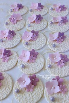 Set of flowers cupcake toppers by CakesbyAngela on Etsy Más Cupcakes Flores, Lace Cupcakes, Wedding Cupcakes, Valentine Cupcakes, Deco Cupcake, Fondant Cupcake Toppers, Cupcake Cookies, Vintage Cupcake, Rose Cupcake